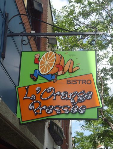 Orange pressé- Black aluminium pole with PVC sign and lettering with vinyl print