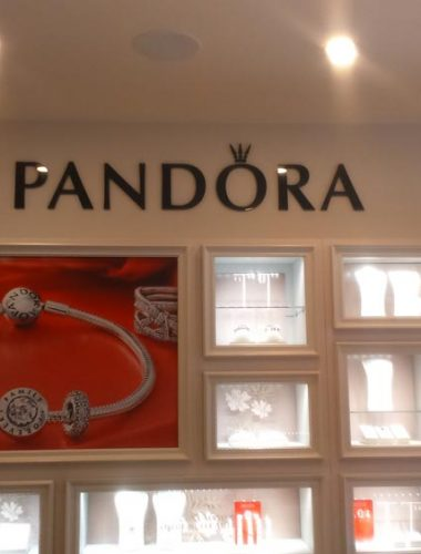 jewelry store – pandora – black acrylic letters
