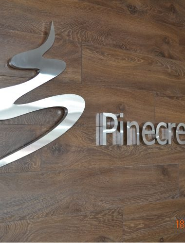 enseignes pinecrest fabricated stainless steel logo