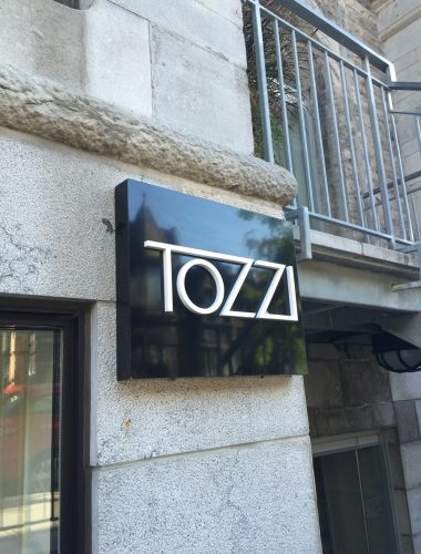 boutique tozzi- aluminium board with plexiglass 3d letters