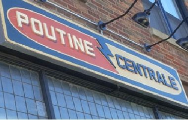 POUTINE centrale aluminium carrier box with vinyl print and pvc painted dimensional letters