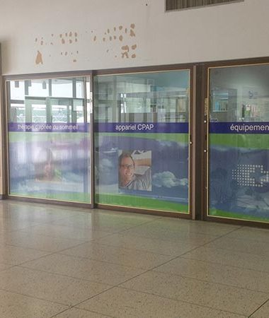ville st-laurent – Clinic – perforated vinyl- micro perforated-window design